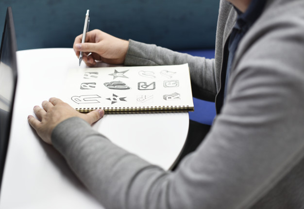 proses membuat desain logo